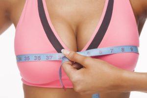 женска гръд, мерена от метър