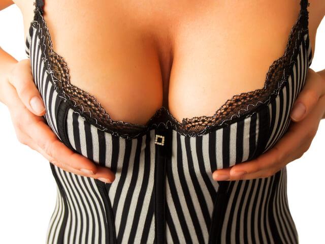 Μεγάλα στήθη – το όνειρο ανδρών και γυναικών! – Τριγωνέλλα