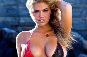 Γυναίκα με μεγάλο και όμορφο στήθος