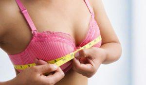 Жена недоволна от малкия размер на гърдите си